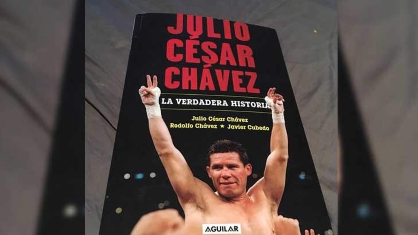 Julio César Chávez presenta su libro titulado La verdadera historia