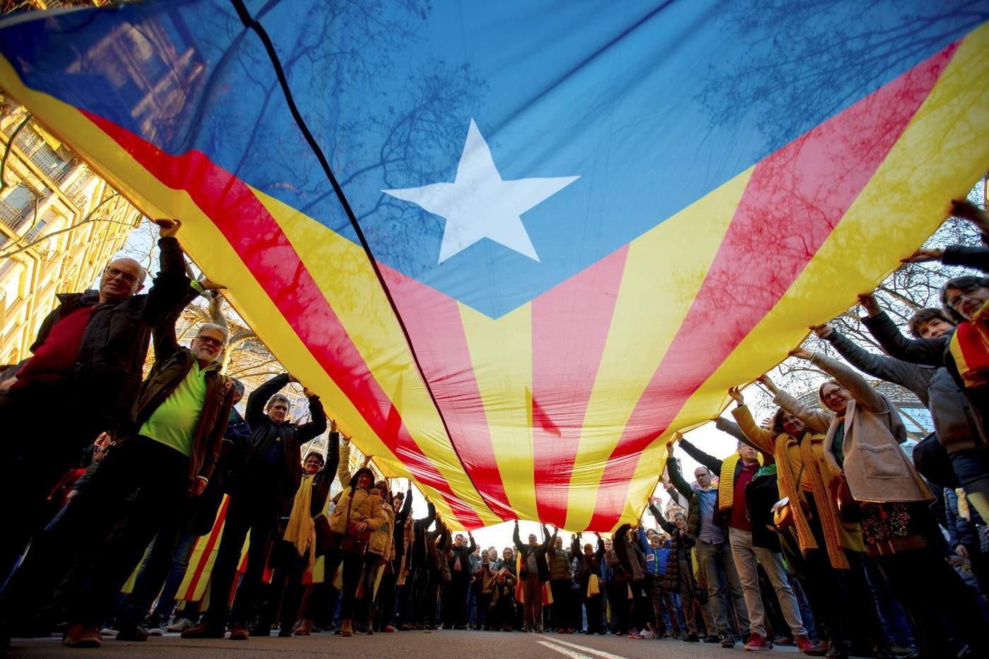Protestan miles contra juicio de independentistas catalanes