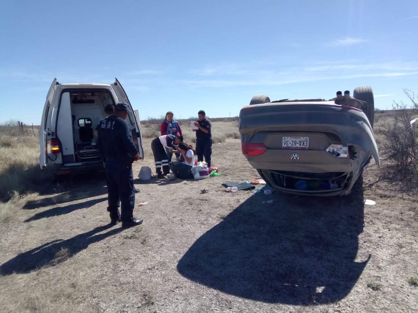 Por bache, vuelca vehículo en la GP-Jiménez; hay dos lesionadas