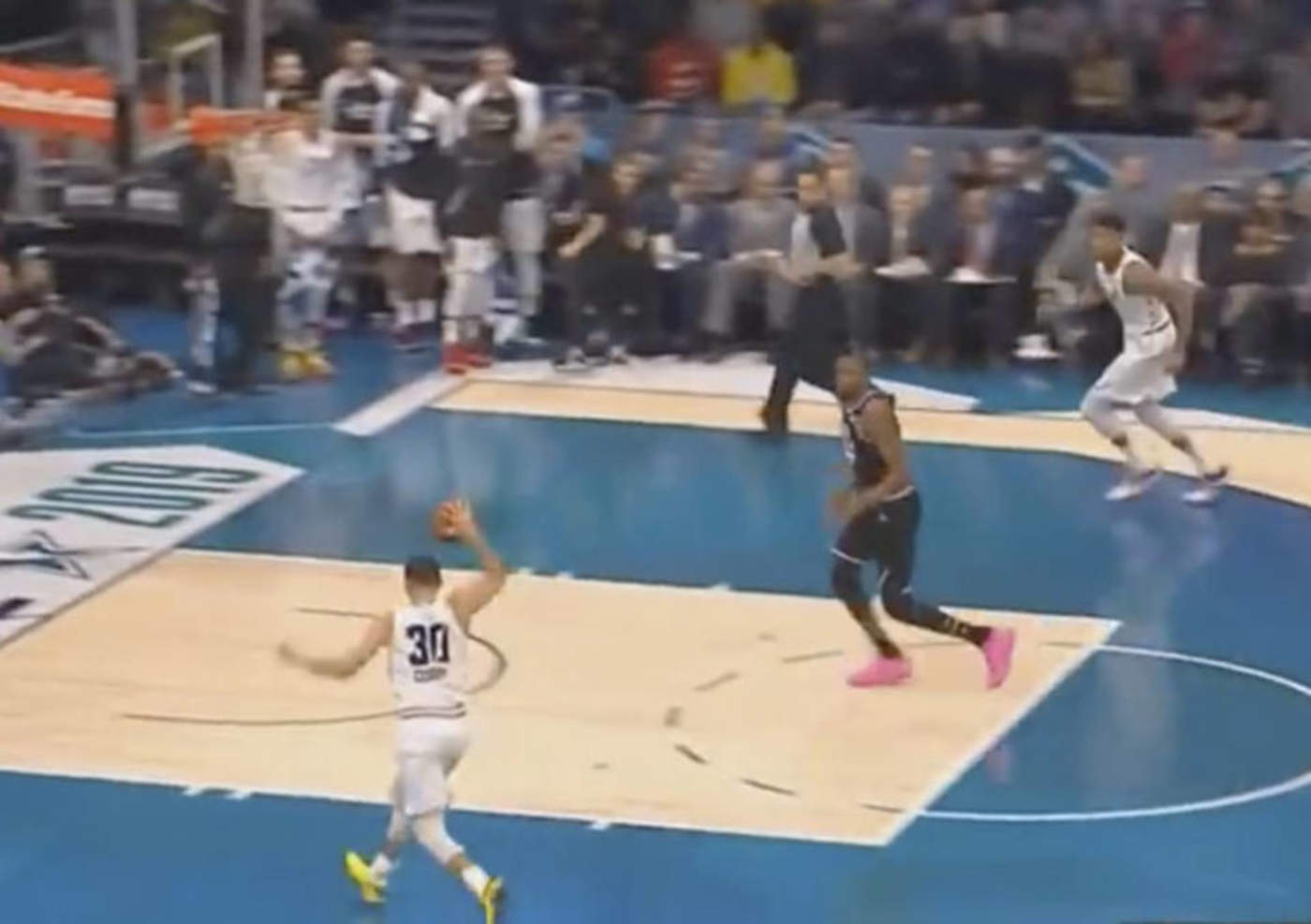 VIDEO: Stephen Curry protagoniza la posible mejor jugada del año