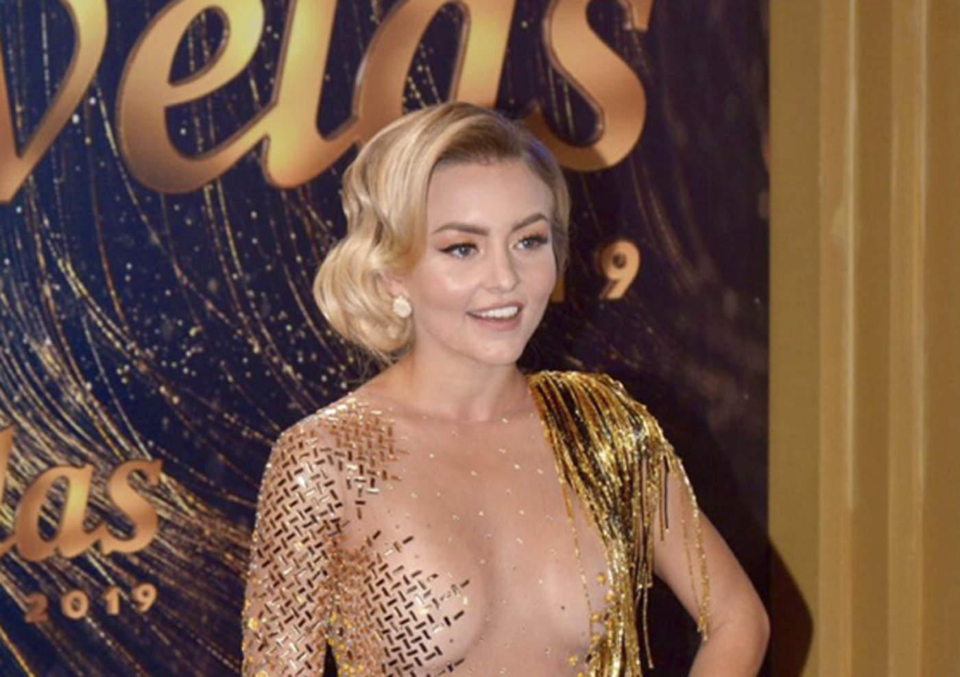 Angelique Boyer Se Pone El Vestido Al Revés Durante Premios