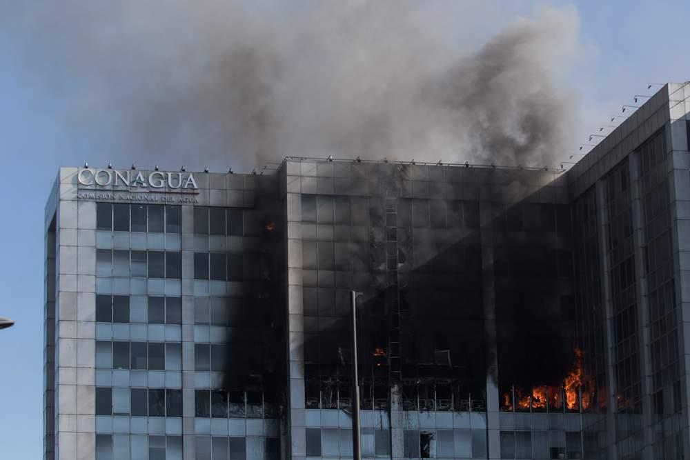 Incendio en edificio de Conagua dejó sólo daños materiales: Semarnat. Noticias en tiempo real