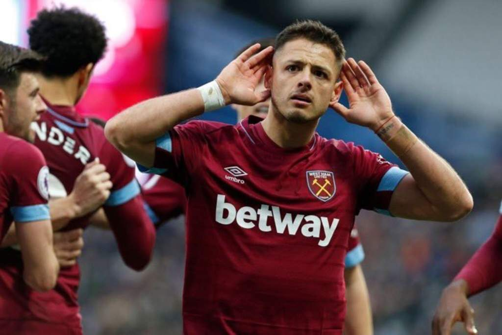 Chicharito no escapó de Tata Martino para casarse
