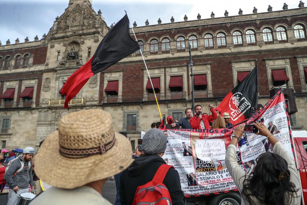 SITUAM se planta en el Zócalo; demanda reunión con AMLO. Noticias en tiempo real