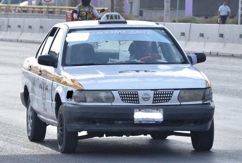 Detectan taxi con placas sobrepuestas y surge conflicto. Noticias en tiempo real
