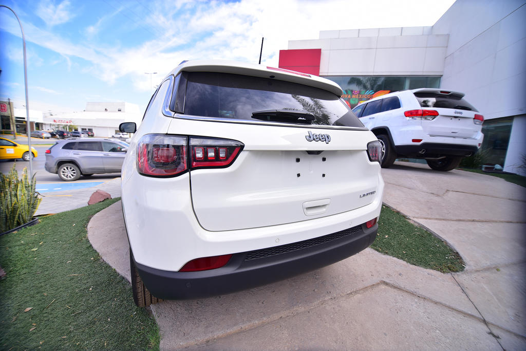 Retrocede 10.4% la venta de autos en abril
