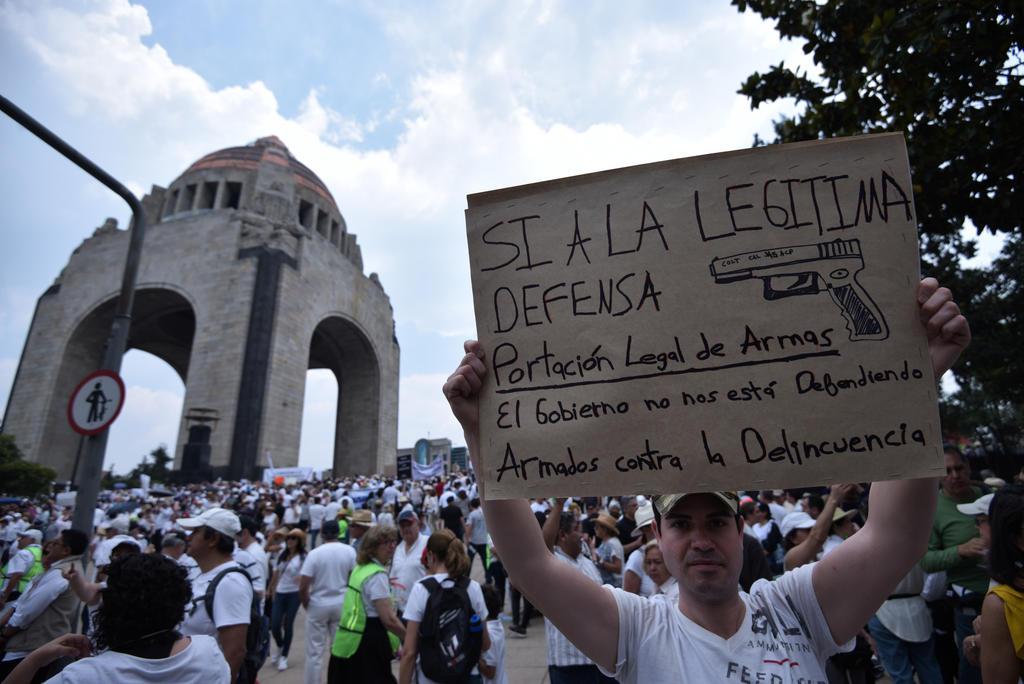 Miles de personas marchan contra las políticas de López Obrador