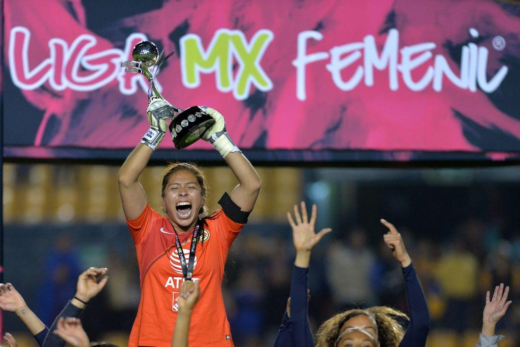 Cecilia Santiago firma con el PSV