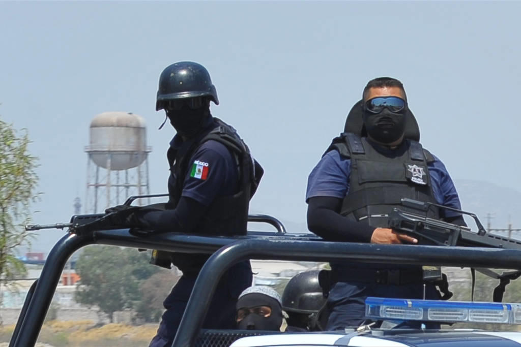 Policías duplican jornada para servir a comunidad