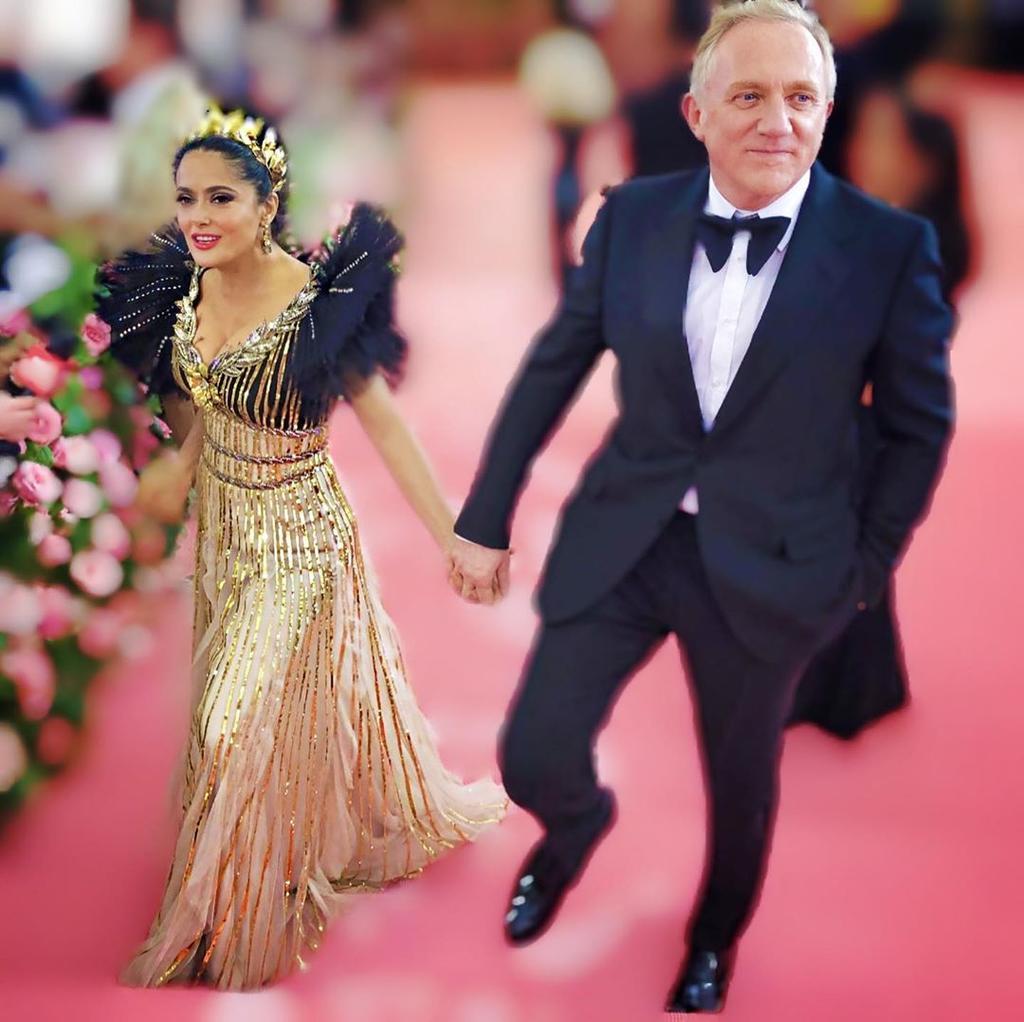Hayek celebra cumpleaños de su esposo con baile romántico. Noticias en tiempo real