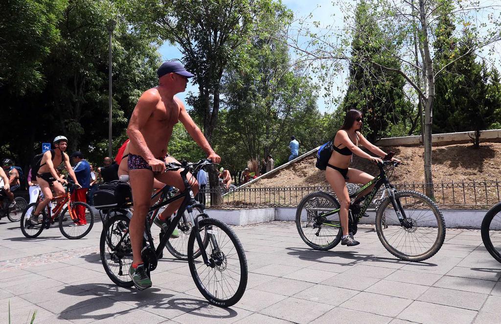 Ciclistas desnudos recorren CDMX en favor del respeto. Noticias en tiempo real