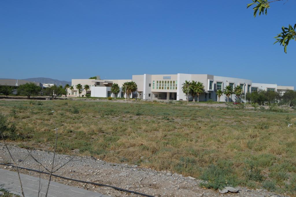 Nuevo edificio de Ciencias Políticas estará listo este mismo año, según el rector de la U. A. de C. (ROBERTO ITURRIAGA)