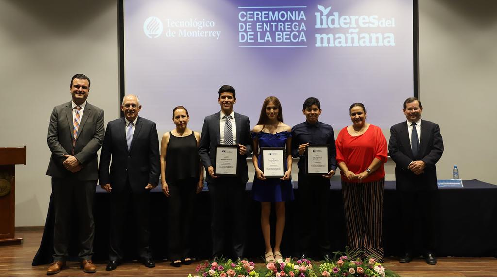 Jóvenes laguneros reciben distinción 'Líderes del Mañana'. Noticias en tiempo real