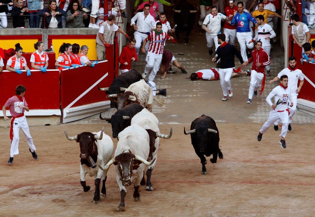 Cuatro heridos en otro encierro rápido en Pamplona. Noticias en tiempo real