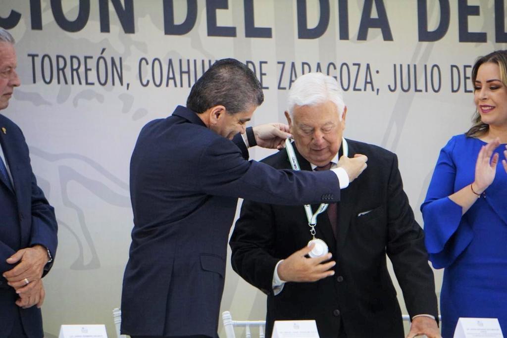 Celebran Día del Abogado en Torreón reconociendo a varios de ellos. Noticias en tiempo real