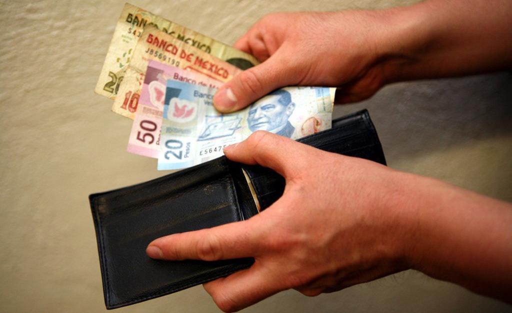 Proponen aumento de 17 pesos al salario mínimo cada semestre. Noticias en tiempo real