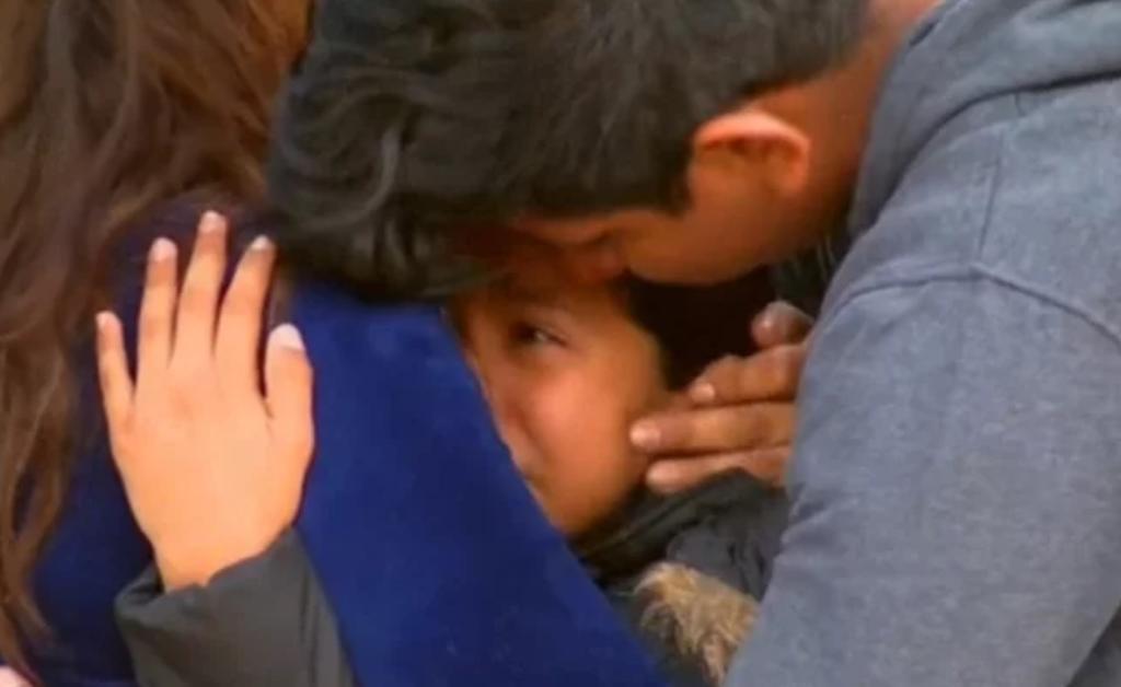 Migración detiene por dos días a niña estadounidense por error. Noticias en tiempo real