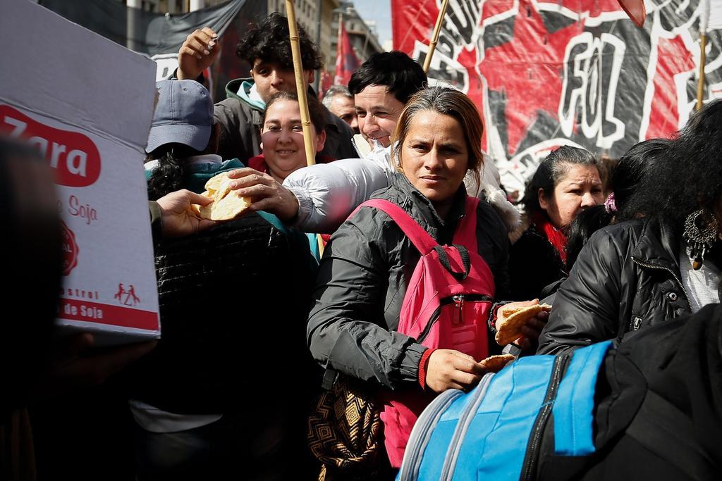 Se manifiestan argentinos debido a la inestabilidad económica. Noticias en tiempo real