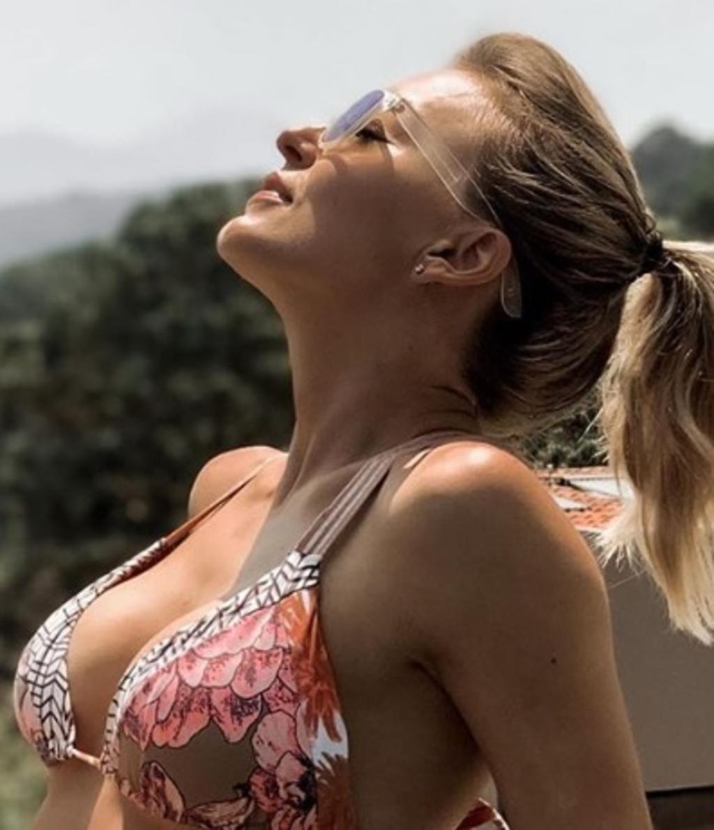Angelique Boyer Hot angelique boyer vuelve a deleitar al posar en bikini, el