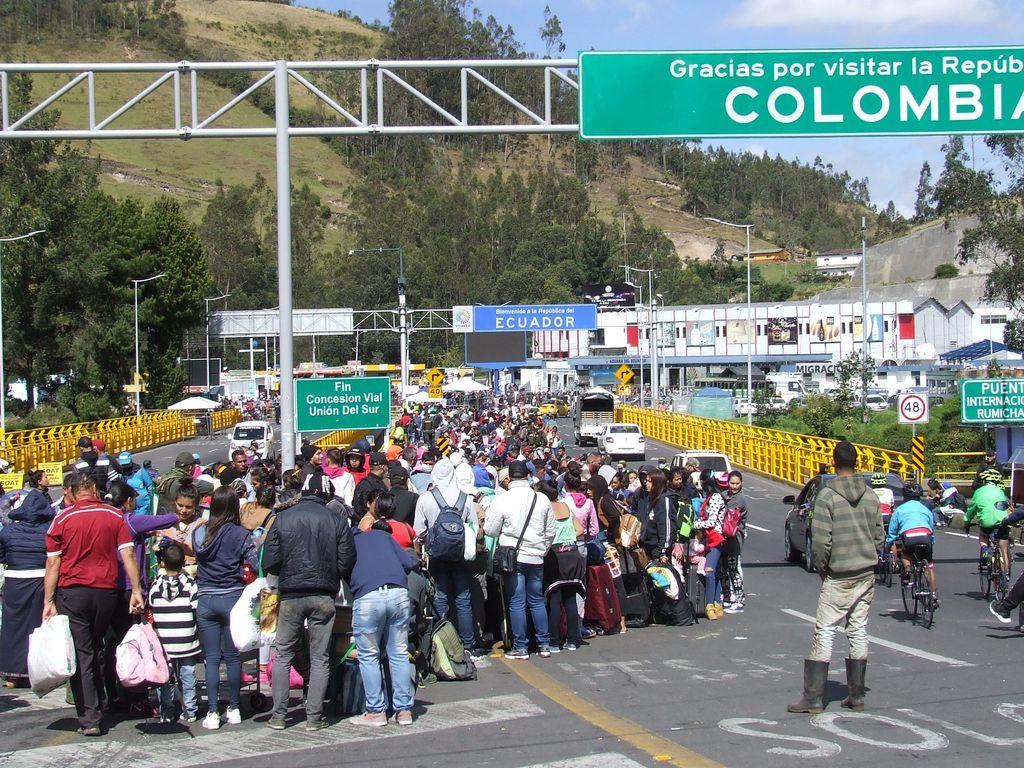 Esperan venezolanos ingresar a Ecuador. Noticias en tiempo real