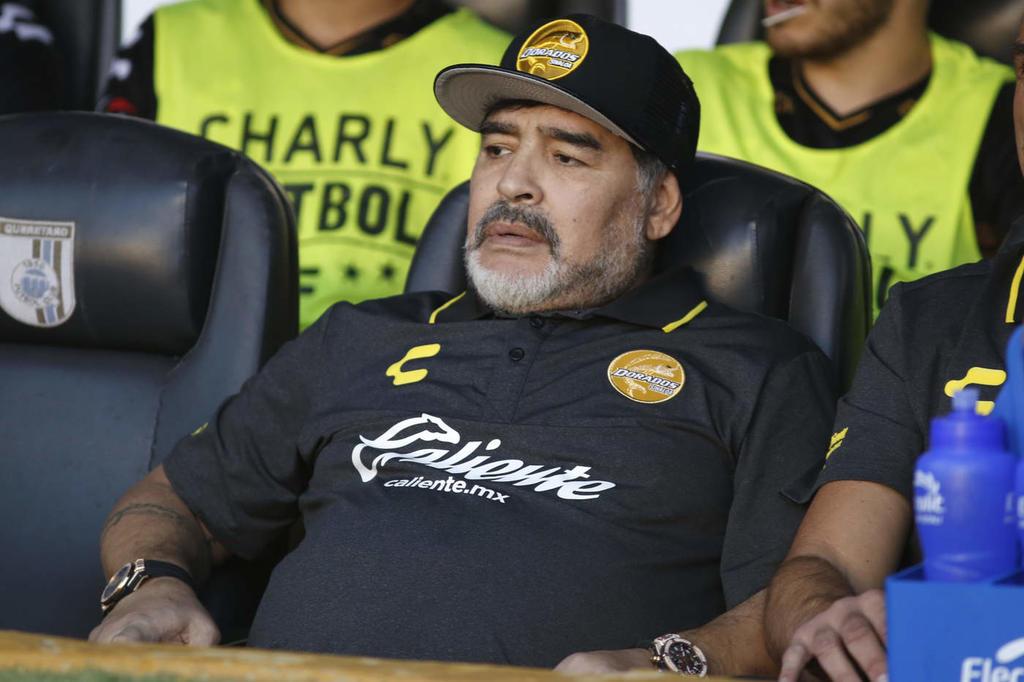 Maradona le manda un fuerte abrazo a Luis Enrique. Noticias en tiempo real