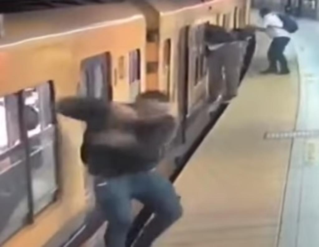 3 hombres roban al mismo tiempo en el tren subterráneo. Noticias en tiempo real