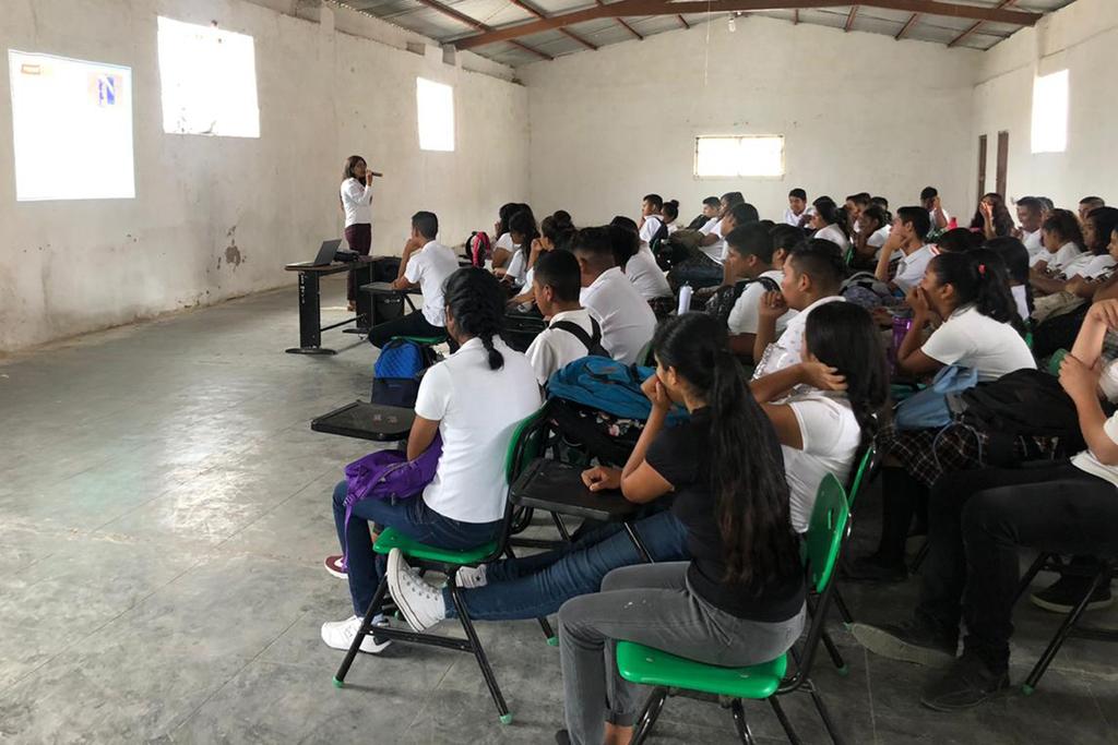 Imparten conferencia sobre 'sexting' a estudiantes de San