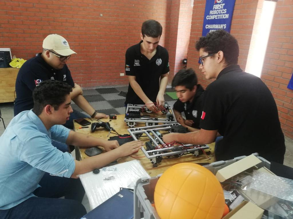 Cerbotics, con la mira en el FIRST Global Challenge en Dubái