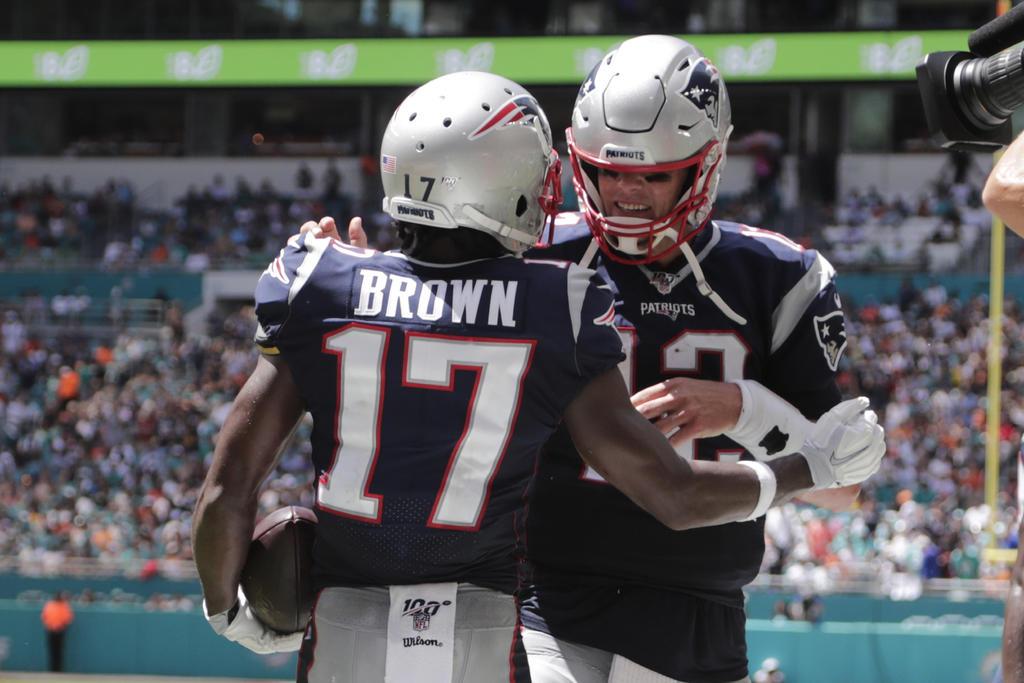Brown debuta con touchdown en paliza de Patriotas a Miami. Noticias en tiempo real
