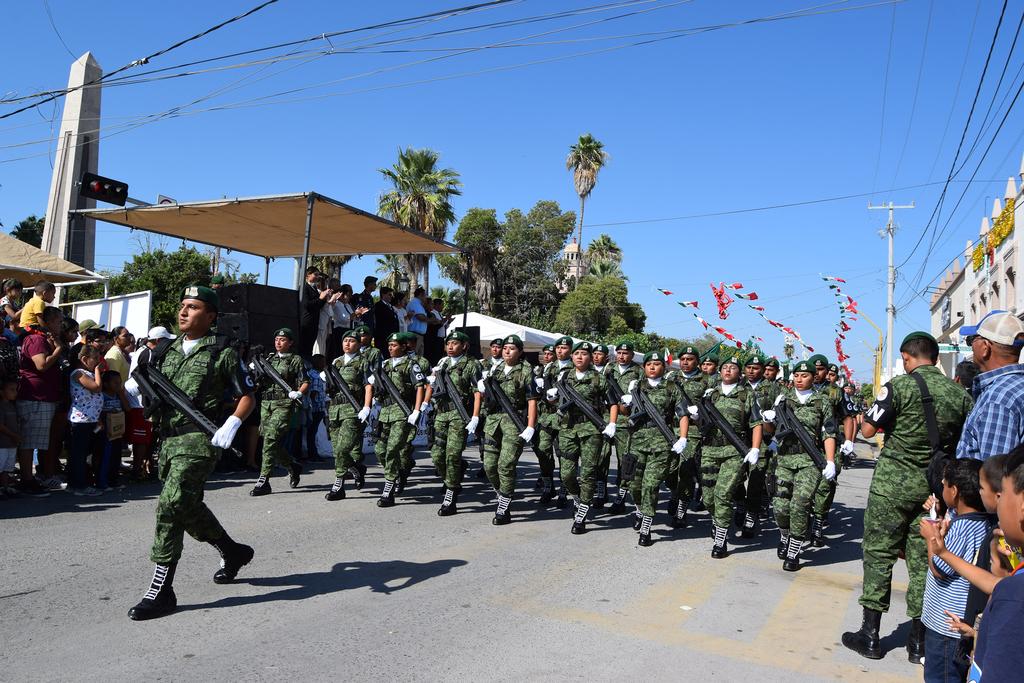 Llevan a acabo desfile cívico en Fco. I. Madero. Noticias en tiempo real