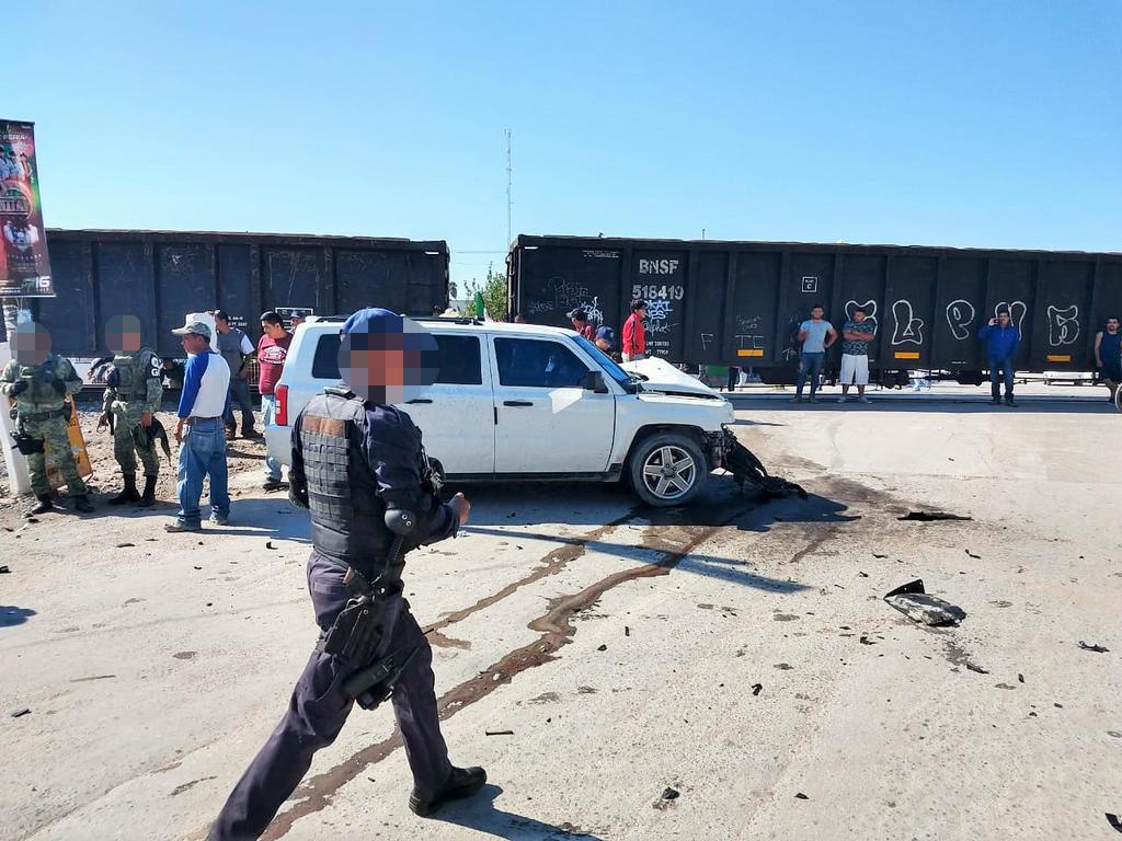 Camioneta es impactada por el tren en Francisco I. Madero. Noticias en tiempo real