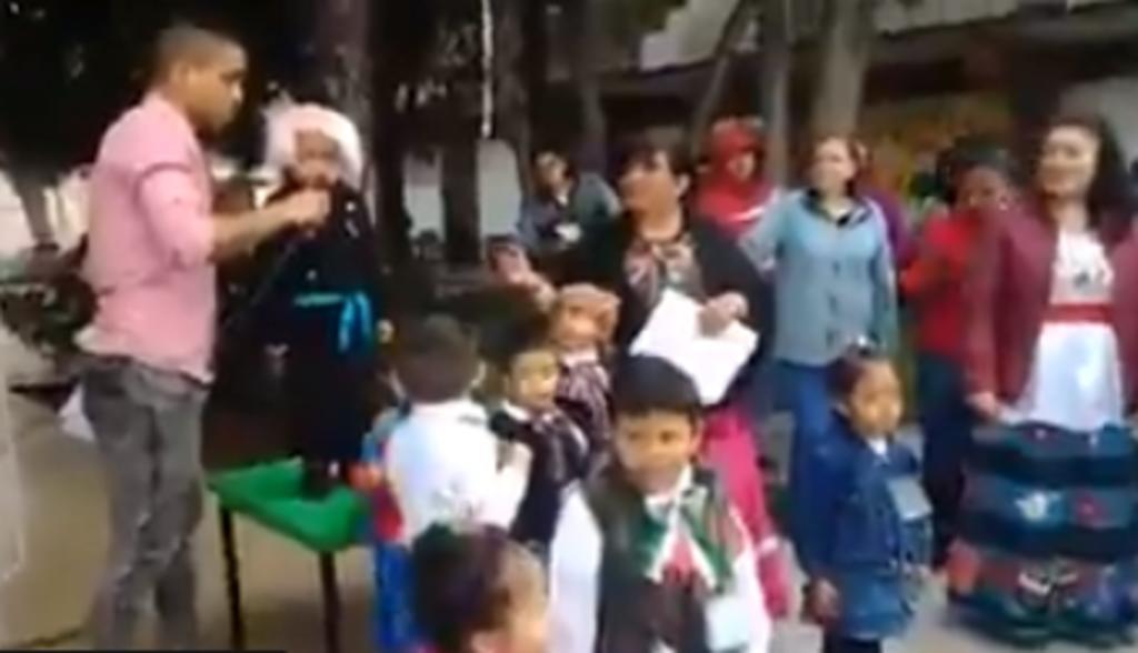 VIDEO: ¡Viva su jefa! grita niño en lugar de ¡Viva Josefa!. Noticias en tiempo real