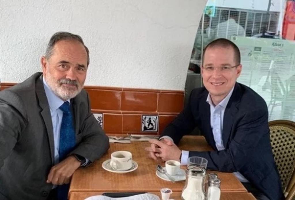 Critican en redes propina de Ricardo Anaya y Gustavo Madero en un restaurante. Noticias en tiempo real