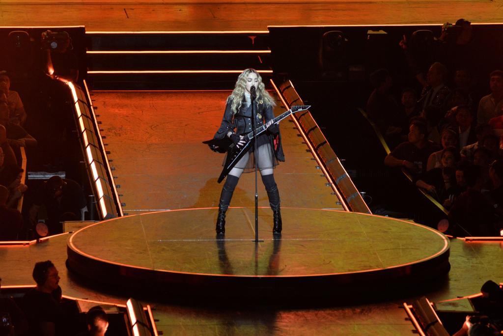 Madonna restringe el uso de celulares en sus conciertos. Noticias en tiempo real