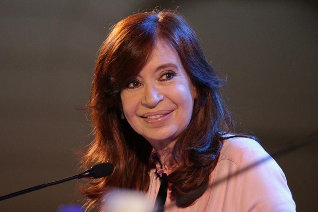 Envían a juicio a expresidenta Fernández por causa de millonarios sobornos. Noticias en tiempo real