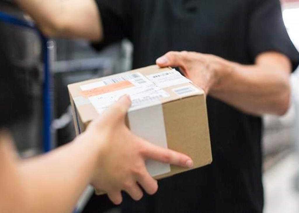 Despiden a cartero por entregar un paquete un minuto tarde. Noticias en tiempo real