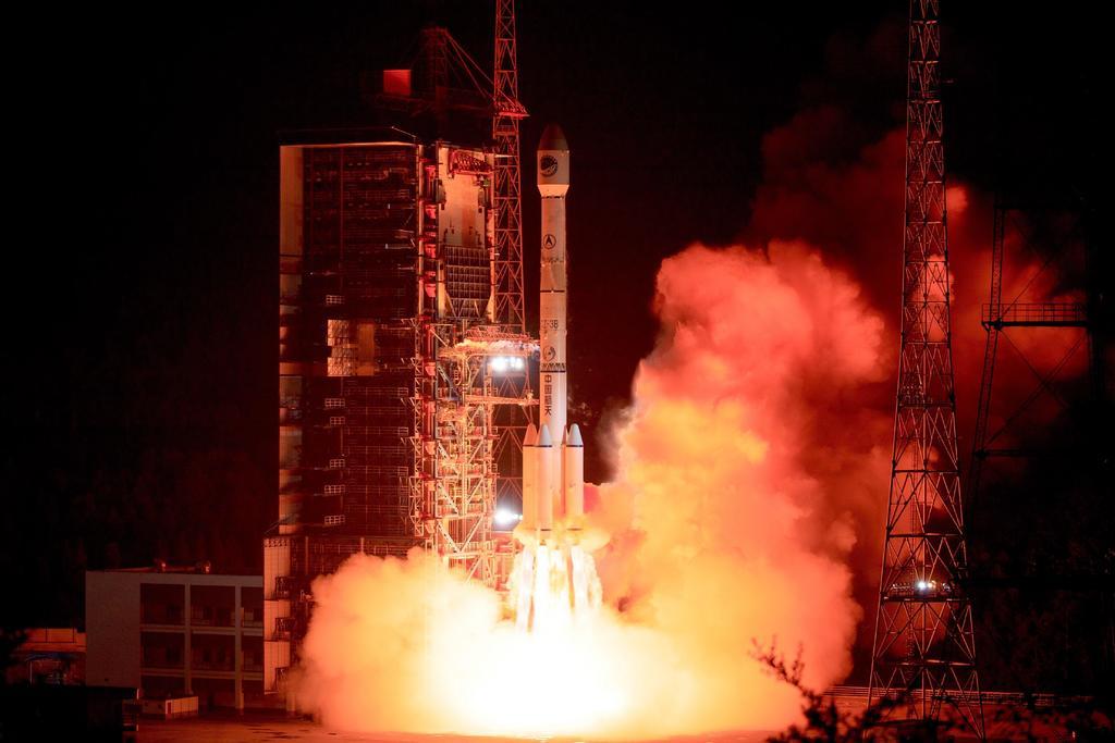 Pone China en órbita dos nuevos satélites BeiDou. Noticias en tiempo real