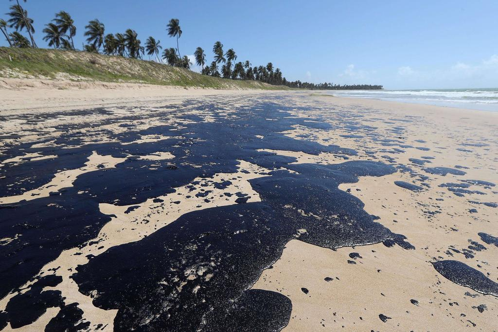 Resultado de imagen para Derrame de petróleo en el océano eleva tensión entre Brasil y Venezuela