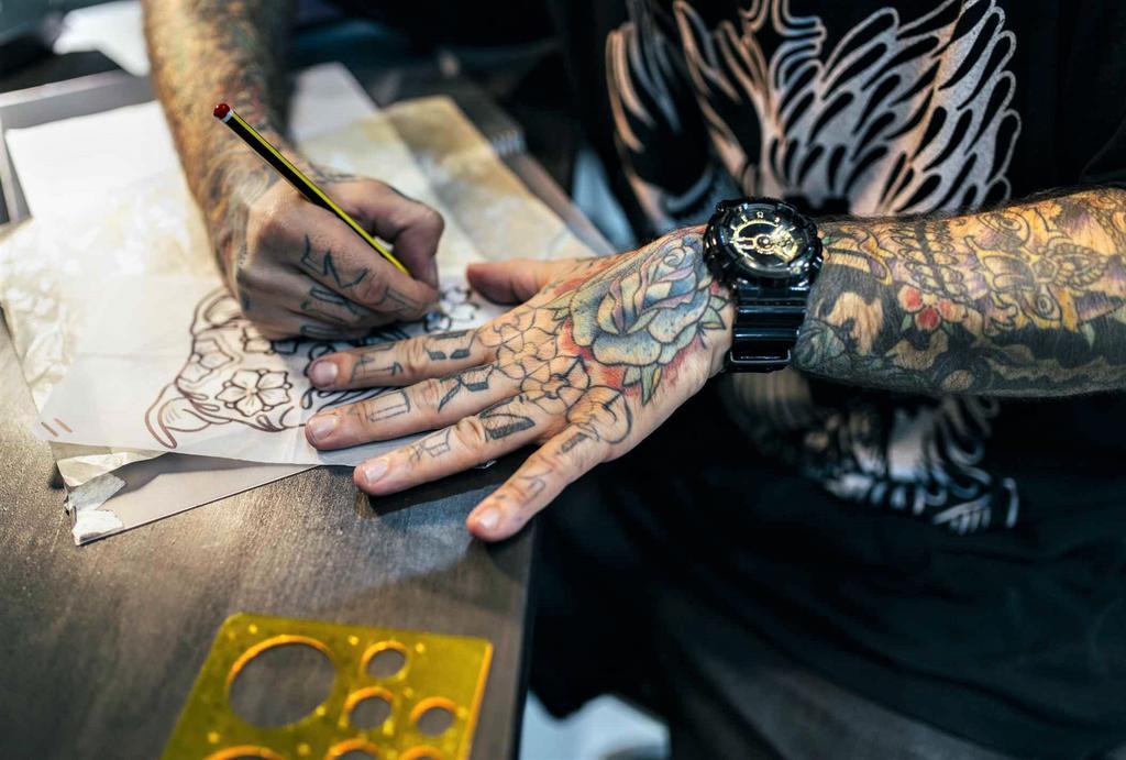 Tatuadores sacan sus mejores tintas en Chile para mostrar estilos y obras. Noticias en tiempo real