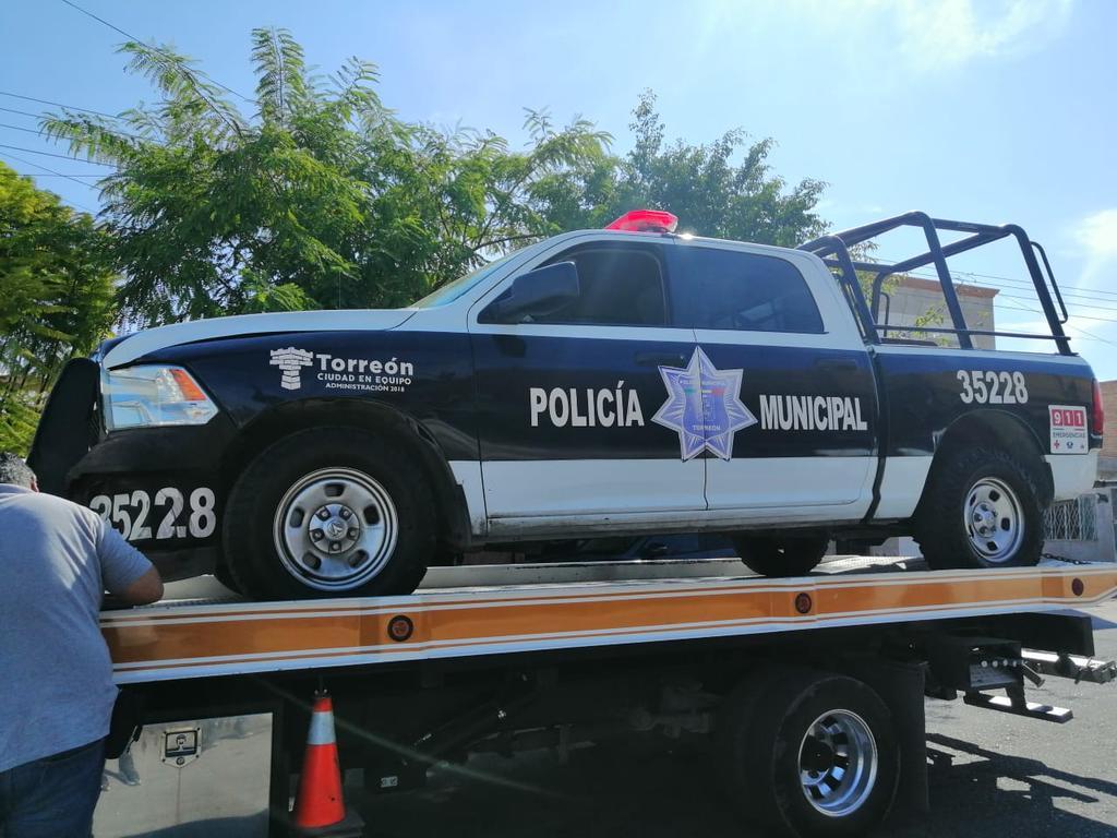 Chocan policías contra camioneta en el Centro de Torreón. Noticias en tiempo real