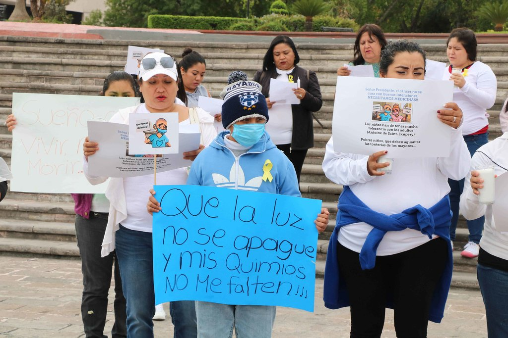 Resultado de imagen para protestan por falta de medicamento en palacio nuevo leon