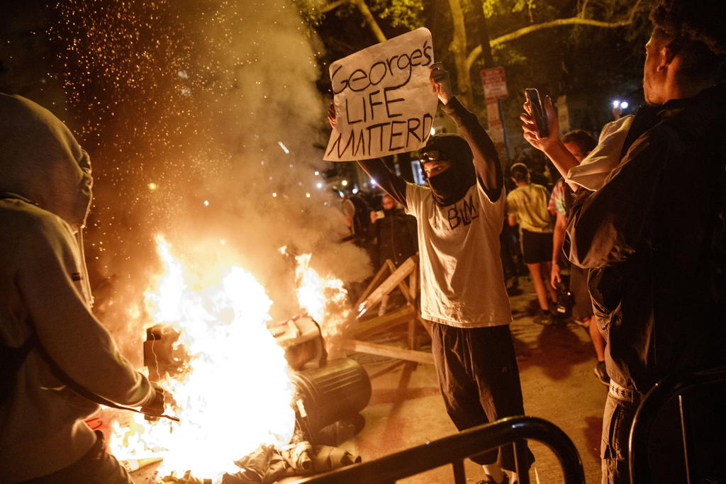 Durante protestas, Trump se refugia en búnker