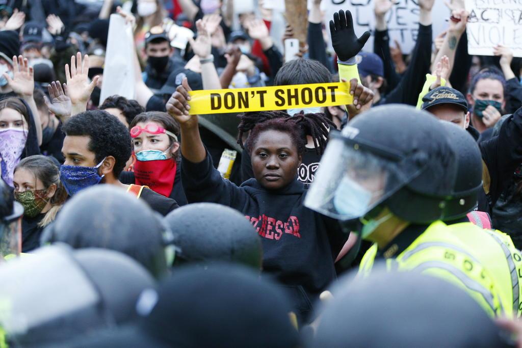 Preocupan protestas en zonas de contagio en EUA