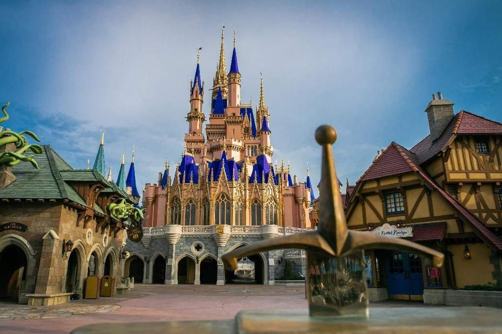 Disney World se prepara para reabrir parques en Florida