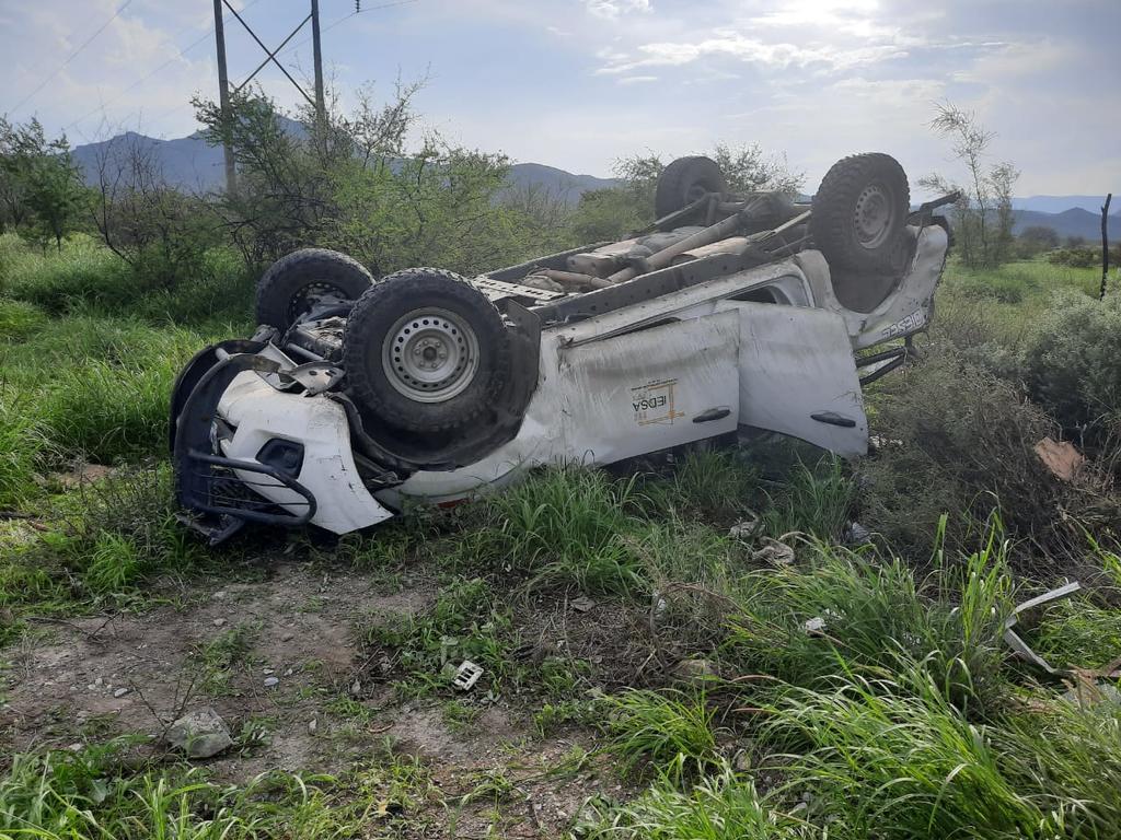 Vuelca camioneta sobre la carretera Gómez Palacio - Durango. Noticias en tiempo real