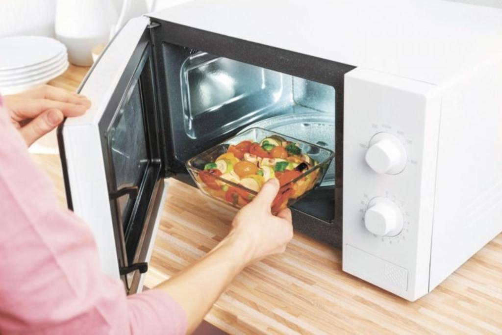 ¿Cuáles son los riesgos de calentar comida en envases de plástico?. Noticias en tiempo real