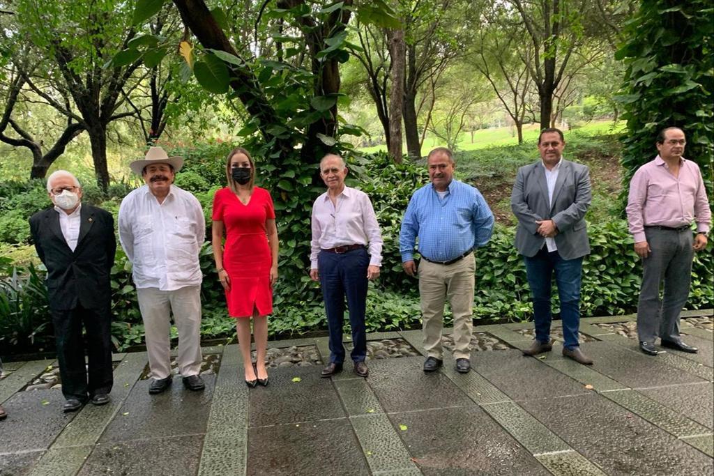 Empresarios y senadores de Coahuila se reúnen con Alfonso Romo. Noticias en tiempo real