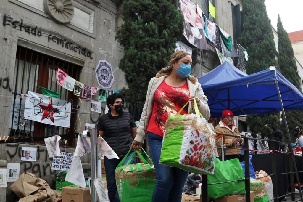 Familiares de víctimas salen de CNDH; permanecen colectivos feministas. Noticias en tiempo real