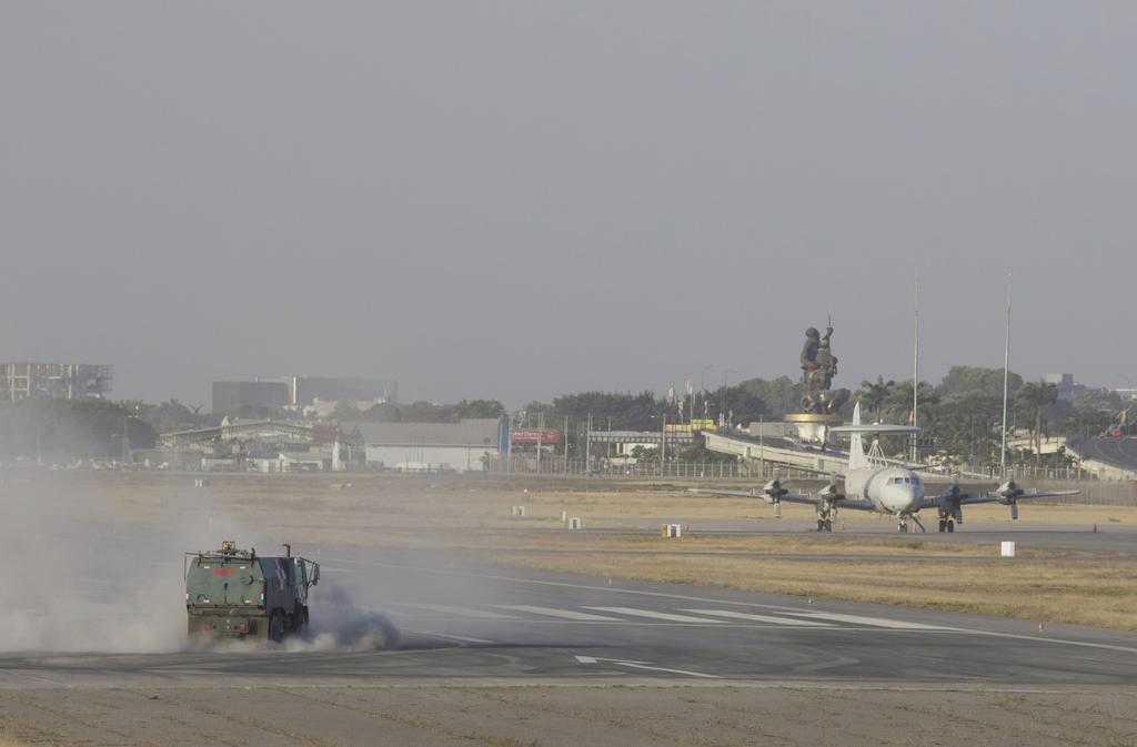 Ceniza de volcán en erupción paraliza aeropuerto en Ecuador. Noticias en tiempo real