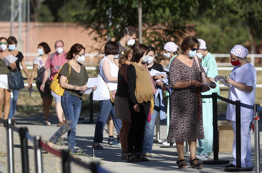 Suma España 31,428 nuevos casos de COVID-19 en el fin de semana. Noticias en tiempo real